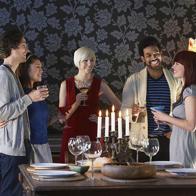 9 Worst Types Of Dinner Party Guest