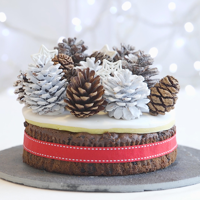 Winter woodland Christmas cake