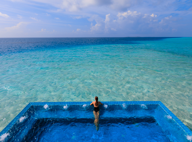 21 of the world 39 s most amazing swimming pools woman and home for Most amazing swimming pools in the world