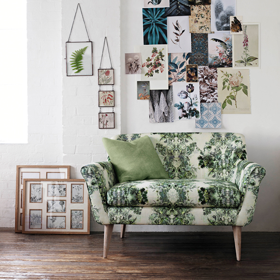 https://southbank.secure.media.ipcdigital.co.uk/96/00001b57b/1ef5/White-living-room-with-green-pattern-sofa-housetohome.co.uk.jpg