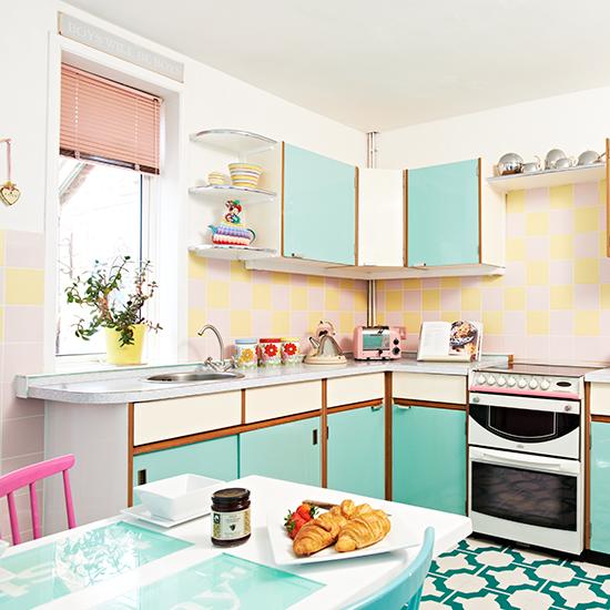 5 ways to get a totally retro kitchen for Retro kitchen ideas 1970