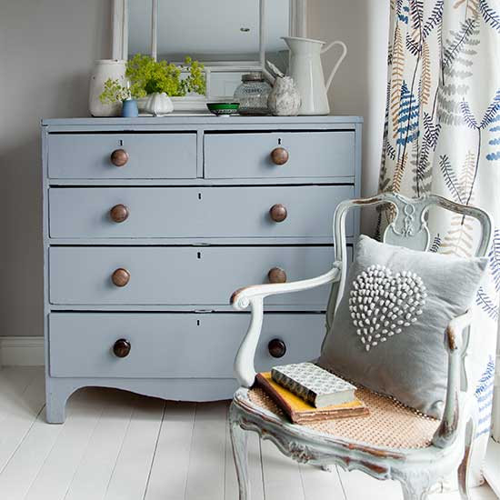 bedroom makeover using chalky paints