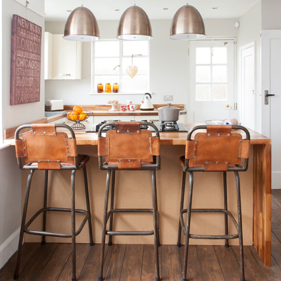 Ways to bring a funky retro vibe to your kitchen diner