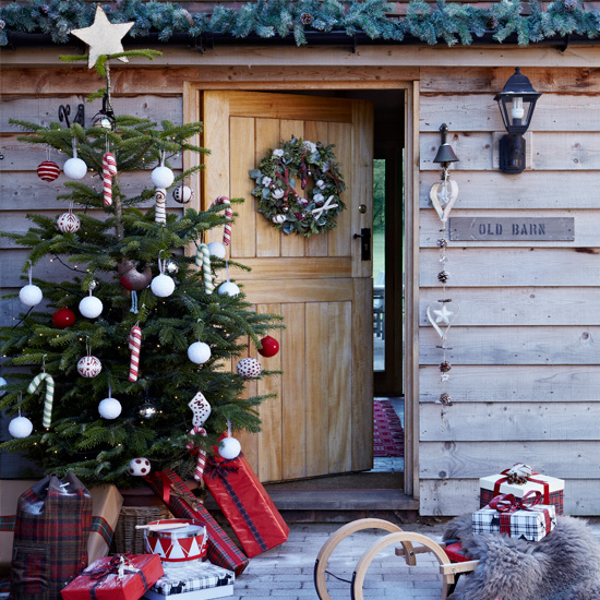 How To Decorate The Outside Of Your House For Christmas: Christmas Tree Ideas And Designs For Tiny Homes