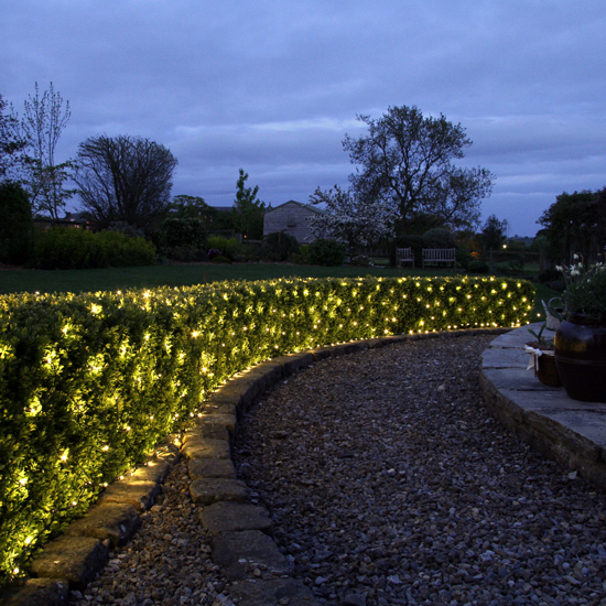 7 Stylish Outdoor Christmas Lighting Ideas