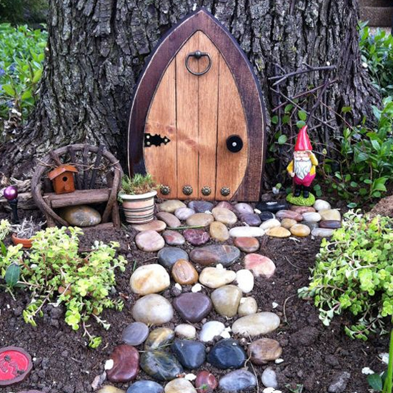 Fairy doors in the garden for Irish fairy door ideas