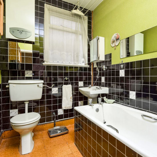 70s time warp flat goes on sale with a 2016 price tag for Avocado bathroom suite ideas